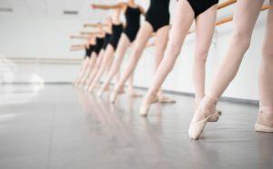 中野 バレエスタジオ は リノリウム TMフロア を導入しています