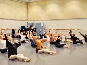 本格的な バレエ 専門の バレエストレッチ